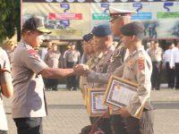 Kapolda Sulsel Beri Reward 280 Anggota Berprestasi