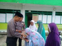 Wujud Kepedulian, Kapolres Ciamis Berikan Bantuan Al-Qur'an bagi para Santri