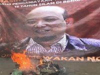 Minta Kejagung Tak Loloskan Novel Baswedan, Massa Corong Rakyat Aksi Sambil Bakar Ban