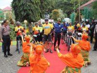 Gowes Ke Kab. Enrekang, Kapolres Enrekang Sambut Kedatangan Tim Jelajah Sepeda Nusantara 2018